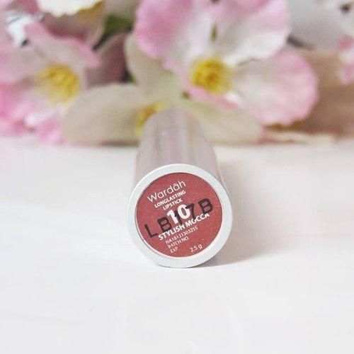 My new girlfriend. Warnanya cuaaantik banget. Biasanya aku nggak cocok sama formulanya lipen wardah. Tapi sama yang ini, aku cinta <3Review & swatch menyusul#wardah #lipstikwardah #clozetteid #lipstickjunkie #lipsticks #pantone #beautyblogger #beautydoodleblog #dailymakeup