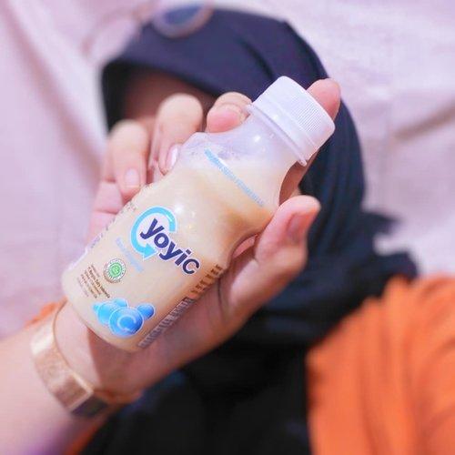Susu suka sih, tapi kalo susunya difermentasi aku lebih suka! Susu fertmentasi yang aku suka salah satunya YoyiC Fermented Milk Drink. Dan seseneng itu tau kalo @melaney_ricardo suka fermented milk dari @yoyicdairyid juga loh, aku sekarang jadi #TimMelaneyRicardo ah hahaha. Aku suka banget nih yang original. Selain enak, YoyiC Fermented Milk Drink ini juga bisa memperlancar pencernaan. Mana nih yang suma ngeluh sembelit? Cus cobain!Eh kalian juga cobain dong @tillagftr @trishrt23 @zaurarathomas @peranginntan biar jadi #TimMelaneyRicardo juga plus bonusnya pencernaan lancar, kalo pencernaan lancar makan pun bisa makin nikmat biar sering makan makan gitu kita (?) wkwkwk#TimMelaneyRicardo #YoyiCEnakApaSehat #YoyiCindo #ImbanginAja #Clozetteid