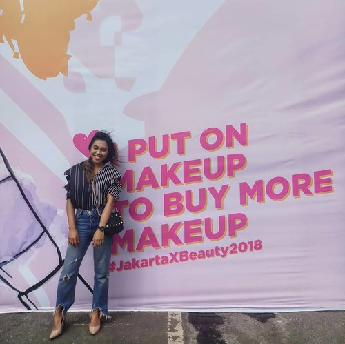 When I feel a little down, I put on my favorite heels and buy some makeup 😉 . . . . #clozetteid #lifehacksbyfrancisca #jakartaxbeauty2018 #femaledaily #fdbabes #ootd #beautyanthusiast #makeupanthusiast #makeupbycalissa #happygolucky #visual #visualgang #goodlife #l4l #vsco