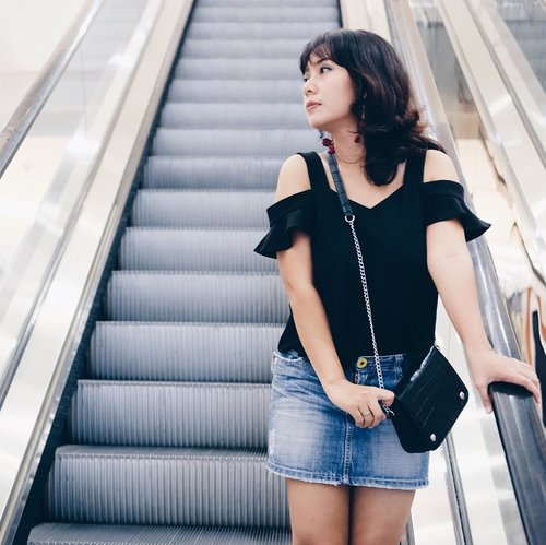 When the escalator temporarily become stairs.... . . . . . . . #clozetteid #escalators #stairphotography #instagramindonesia #blacktop #jeanskirt #casualoutfit