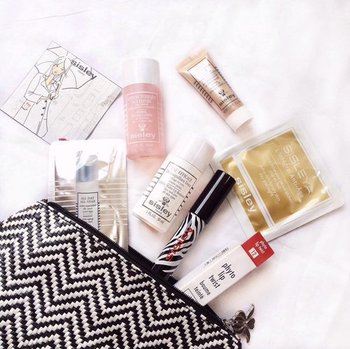 Bunch of @sisleyparisofficial goodies from last event with @dewimag #dewilovesisley 💄 will write the review soon on my blog 😍 . . #rznbeautydiary #clozette #clozetteid #sisleyparis #dewimagazine