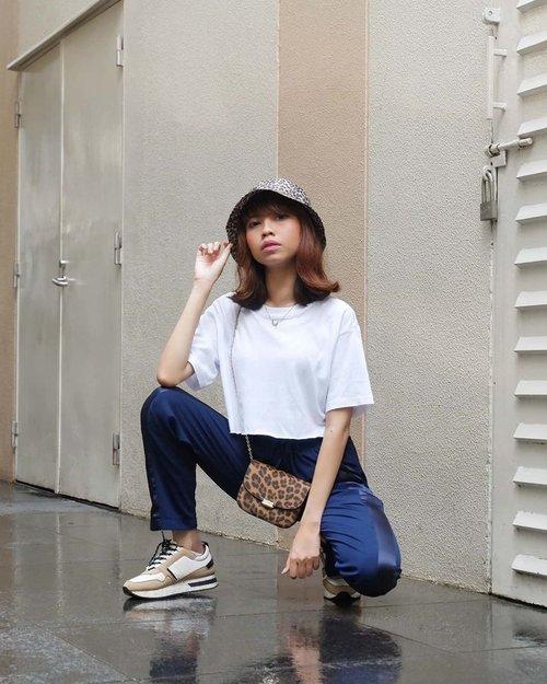 Happy Monday everyone😊✨ Semangat yaa semua walaupun dari pagi hujan terusss🌧️☔ ( tap for details ) . . . . . #whatiwore #bloggerstyle #fashion #styleblogger #fashionblogger #ootd #lookbook #ootdindo #ootdinspiration #style #outfit #outfitoftheday #clozetteid
