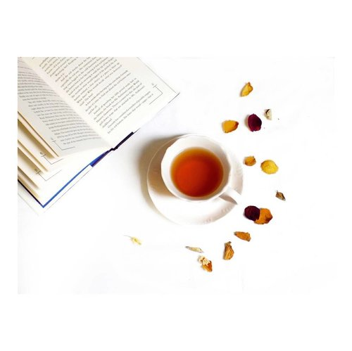 Mostly people drink coffee or a shot of espresso in the morning. I'm more like a tea person ☕My love for tea started when I read Prince of Tea (Koucha Ouji) manga. My first tea I ever tasted was earl grey (besides the common jasmine) and I quite like the taste. Since then, I'm like, a hardcore fans of tea 🤣  I have tasted 8 various types of tea. My current favorite is Ceylon tea. The flavor leaves behind is a bold, medium to full tannins, and also some notes of citrus, which is what like ..What kind of tea have you ever tasted? #clozetteid #teatime☕️ #sinensophile #ceylon #ceylontea #foodstagram #drinkstagram