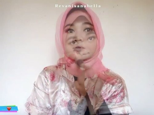 "<div class=""photoCaption"">Makeup panas dalam ceunah.. 🐣. . .Detail produk nyusul 😂 . <a class=""pink-url"" target=""_blank"" href=""http://m.id.clozette.co/search/query?term=clozetteID&siteseach=Submit"">#clozetteID</a>  <a class=""pink-url"" target=""_blank"" href=""http://m.id.clozette.co/search/query?term=revanisanabellatutorial&siteseach=Submit"">#revanisanabellatutorial</a>  <a class=""pink-url"" target=""_blank"" href=""http://m.id.clozette.co/search/query?term=Revanisanabella&siteseach=Submit"">#Revanisanabella</a>  <a class=""pink-url"" target=""_blank"" href=""http://m.id.clozette.co/search/query?term=belajarmakeup&siteseach=Submit"">#belajarmakeup</a>  <a class=""pink-url"" target=""_blank"" href=""http://m.id.clozette.co/search/query?term=makeupid&siteseach=Submit"">#makeupid</a>  <a class=""pink-url"" target=""_blank"" href=""http://m.id.clozette.co/search/query?term=makeuptutorial&siteseach=Submit"">#makeuptutorial</a>  <a class=""pink-url"" target=""_blank"" href=""http://m.id.clozette.co/search/query?term=love&siteseach=Submit"">#love</a></div>"