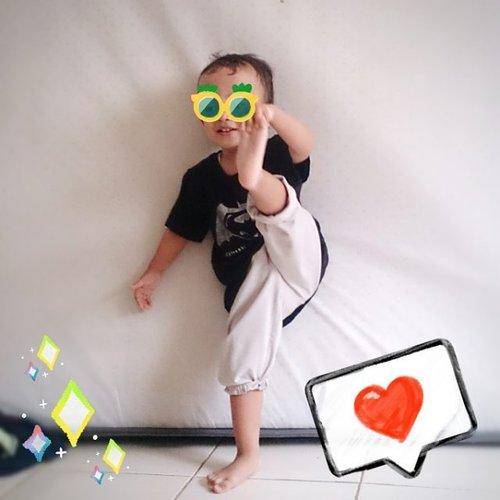Mau ajak anak hidup sehat? Ya olahraga bersama sekeluarga. . Ayah sebagai instruktur, SID sebagai peserta, dan Ibu bagian mendokumentasikan. . #lifestyleblogger  #helenamantrastory #clozetteID #family #lifestyle #playidea #kids #montessori #montessoriplay #homeschool #idebermain #parenting #homeschooling #mommyblogger #kidsofinstagram #indonesiamontessori #kecerdasanmajemuk #multipleintelligence #naturalistic #kecerdasannaturalis #sekolahalamsemesta #dailyparenting #family4ever #family_time #familyadventure #familyblessing #familybonding  #doitforyourfamily #germas #hidupsehat