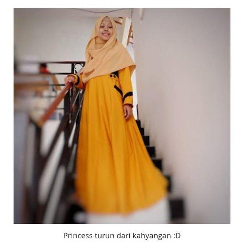 Permisi, princess dari kahyangan mau lewat..Lewat mana ya yang enggak macet? 😁😁😁..Sebelum memilih busana muslim, tengok dulu 5 model gamis terbaru yang simple dan elegan. Muslimah memakai gamis bakal nampak anggun, lho. Mampir ya di www.helenamantra.com atau bit.ly/modelgamis..👗 by @3sixty_store..#helenamantrastory #updateblog #fashion #moslemfashion #hotd #fashionblogger #blogger #lifestyleblogger #gamis #gamissyari #clozetteID #gamisbusui