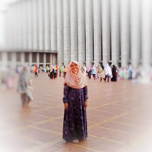 Biarlah badan ini makin bulat seperti tahu bulat, aku bahagia pagi ini merayakan #iduladha1438h di #masjidistiqlal. Semoga tahun depan bisa ke #masjidilharam. Aamiin. ..Selamat Idul Adha bagi umat muslim. Mohon maaf lahir batin...#HappyMom #helenamantrastory #clozetteID #iduladha #mommyblogger