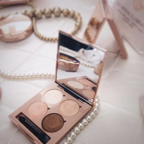 So fallin' in love with the #NewVOV Mineral Illuminated Eye Palette. It comes with extra glowing shimmer and soft creamy texture, high pigmentation, easy to blend and long-lasting. Suitable for sensitive eyes and no-fragrance . . . . . . #VOVMineralIlluminated #VOVIndonesia #vovxgrazia #vovmakeupid #vovkmakeup #clozetteid #GraziaxVOV #beautyblogger #beauty #makeupreview #indonesiabeautyblogger #bloggerperempuan #eyepalette