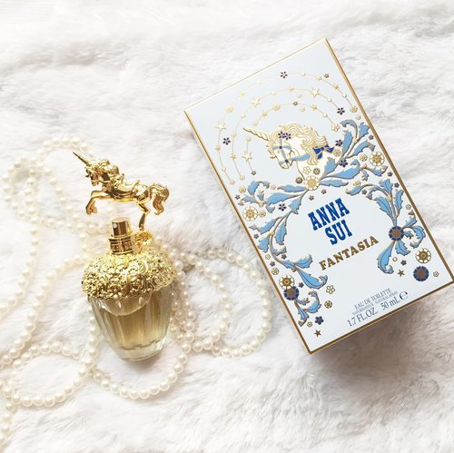 @annasuicosmetics_idn come back with the newest fragrance fantasia! It has a sweet and feminine fresh floral-y scent, nothing strong but just right which is kinda match with my lovely fragrance, so fantasiaaa ❤️ #annasuifantasia #annasuifantasiaid #clozetteid