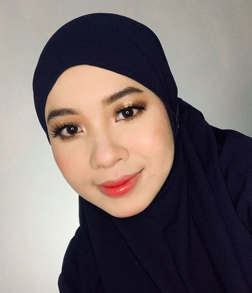MAKEUP BUAT KEMANA AJA BOLE.. Products : @nameeraid Purifying Glow Perfecting Mist @nameeraid BB Cushion @wardahbeauty Liquid Concelear 01  @catrice.cosmetics Light Illusion Loose Powder  @sleekmakeup Oh So Special Eyeshadow  @tartecosmetics Tarteist Pro To Go Eyeshadow @wardahbeauty Eyexpert Optimum Hi-black Liner  @wardahbeauty Gel Eyeliner  @wardahbeauty Blush On C @justmiss_id Highlighter Iris @maybelline V-Face Duo Powder  @eminacosmetics Cream Matte Pumpkin Spice  @makeoverid Liquid Lip Color Jazzy Peach @mizzucosmetics Fake Lashes  #clozetteid #makeuplooks #makeup #dandanalatidi #beautyenthusiast  #beautybloggerindonesia