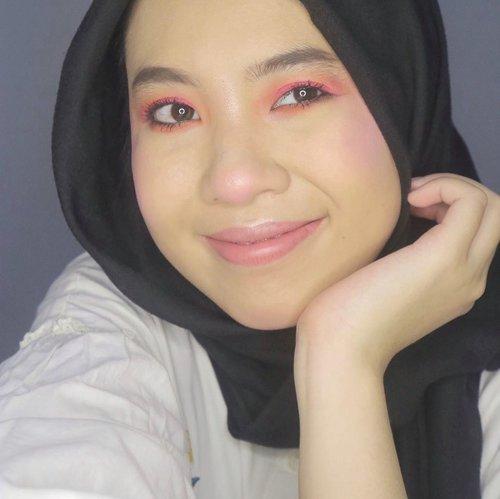 Jadi hari ini coba pake foundation yang shade nya kegelapan buat kulit aku, udah diakalin tapi ternyata oksidasi jadi makin makin 😅 tapi gapapa ku syuka mekap matanya jd tetep ku post 😆 #makeup #30daymakeupchallenge #dandanalatidi #beautyblogger #beautyenthusiast #clozetteid