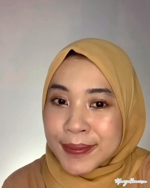 MAKEUP BUAT NUTUPIN BEKAS JERAWAT. Jadi aku buat makep simple buat nutupin bekas jerawat pake produk - produk yang harganya dibawah 50k tapi menurut ku kualitasnya bagus ✨ @pixycosmetics makeitglow primer@pixycosmetics concealing base@fanbocosmetics eyebrow pencil black@sis2sis_indo mascara @viva.cosmetics eyeshadow cream brown & silver @wardahbeauty blush on c@pondsindonesia instabright tone up bb powder@justmiss_id highligter iris@eminacosmetics soul matte lipstick 05@fanbocosmetics fantastic lipstick matte 06#clozetteid