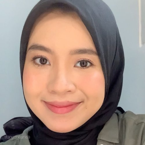 Udah lama gak mainan makeup 😜 Primer- YSL instant moisture glow Fondy - YSL all hours foundation B30Cream blush - Raiku Lip Cream 05Blush on - ESQA baliHighlighter - Becca Rose QuartzContour & Eyeshadow - Benefit HoolaEyeshadow - Wanderlove Jafra rose all dayEyeliner - Marc Jacobs  48 ro cocoaMascara - Maybelline the falsies lash liftEyebrow - Purbasari Lipstick - Layn 10 & Maybelline superstay ink crayon 20#ClozetteID
