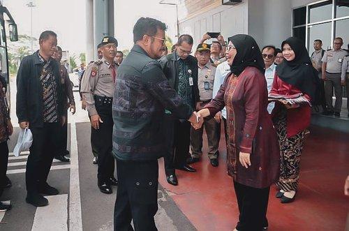 Menyambut Bapak Menteri Pertanian RI @syasinlimpo Sumber foto : realitasonline.com#clozetteid #bloggerperempuan #beauty #menteri #polbangtanmedan