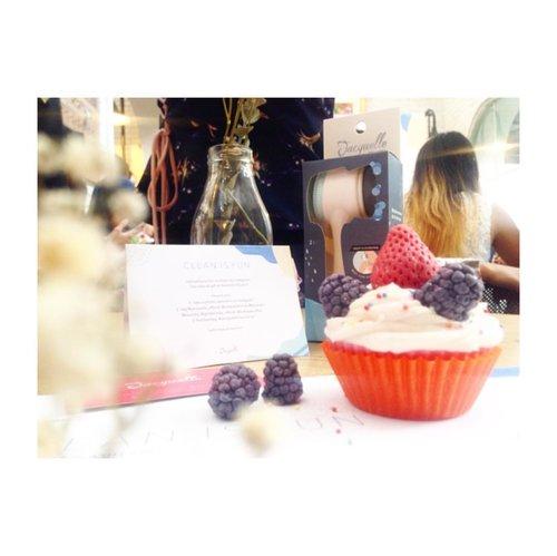 And voila, Rujak Cupcake Soap (?) wkwkwk --- #jacquelleCleanIsFun #cleanisfun #cleanisfunevent @jacquelle_official @soapaddict_id @lavielash @goldenude_official @sociolla @jacquelink_official #naturalsoapfacts @trafiquecoffe @beautybloggerid #beautybloggerid ---#jacquelle #cleanpink #cleancarbon #naturalsoap #handmadesoap #michimomo #soapaddict #invisibleeyelidtape --- #makeupjunkie #jakartabeautyblogger  #blogger #dailylife #dailymakeup #beautyproduct #beautyreview #igdaily #beautyblogger #like4like #bloggerswanted #bloggerstyle #bloggerlife #bloggerlifestyle #beautybloggerindonesia #bloggerlife #bloggerindonesia #clozetteid