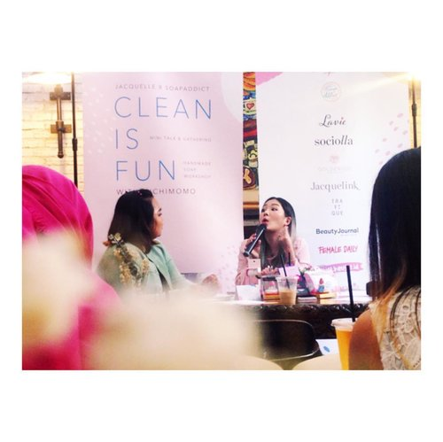 The one and only @michimomo 😍😍 #jacquelleCleanIsFun #cleanisfun #cleanisfunevent @jacquelle_official @soapaddict_id  @lavielash @goldenude_official @sociolla @jacquelink_official #naturalsoapfacts @trafiquecoffe @beautybloggerid #beautybloggerid ---#jacquelle #cleanpink #cleancarbon #naturalsoap #handmadesoap #michimomo #soapaddict #invisibleeyelidtape --- #makeupjunkie #jakartabeautyblogger  #blogger #dailylife #dailymakeup #beautyproduct #beautyreview #igdaily #beautyblogger #like4like #bloggerswanted #bloggerstyle #bloggerlife #bloggerlifestyle #beautybloggerindonesia #bloggerlife #bloggerindonesia #clozetteid