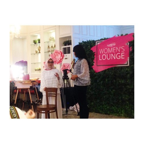 On stage, Beauty Workshop with @diniindriya --- #WolipopWomensLounge @wolipop @detikcom --- #makeupjunkie #jakartabeautyblogger  #blog #blogging #blogger #dailylife #dailymakeup #beautyproduct #beautyreview #igdaily #beautyblogger #like4like #bloggerindo #bloggerswanted #bloggerstyle #bloggerlife #bloggerlifestyle #indobeautygram #beautybloggerindonesia #bloggerlife #bloggerindonesia #clozetteid #bvloggerid #jakartabeautyblogger #indonesiabeautyblogger