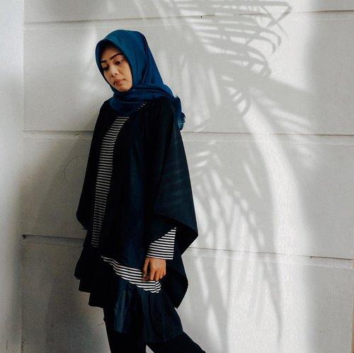 Kehidupan seorang perempuan ada pada dirinya sendiri. . Artinya apapun keadaan kita tetaplah merawat diri dan cintai diri, jaga cahaya lahir dan bathin . Rahmat Allah tidak melihat keadaan kita, tetapi bagaimana kita memperlakukan diri. . Sobakhul khair 😇🙏🏼 . . #jumuahmubarak #jumatberkah #ootdfashion #ootdhijabindo #bloggermakassar #fashionbloggerindonesia #clozetteid