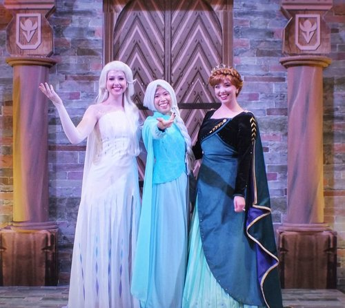 ❄ FROZEN III ❄..Thanku @centralparkmall akhirnya aku, kaka elsa & anna bisa berkumpul bersama di Kerajaan Arendelle 😂😂...#FROZENII #frozen2 #frozen #elsafrozen #anafrozen #disney #disneyworld #disneyfrozen #disneyfans #arendelle #weekendmood #selfie #happy #photooftheday #clozetteid #imwearing #style #hijabstyle #beauty #everydaymadewell #hijab #mystyle #hijaboftheday #instastyle #fashion #fashiondaily #히잡 #셀피 #기분 #구성하다