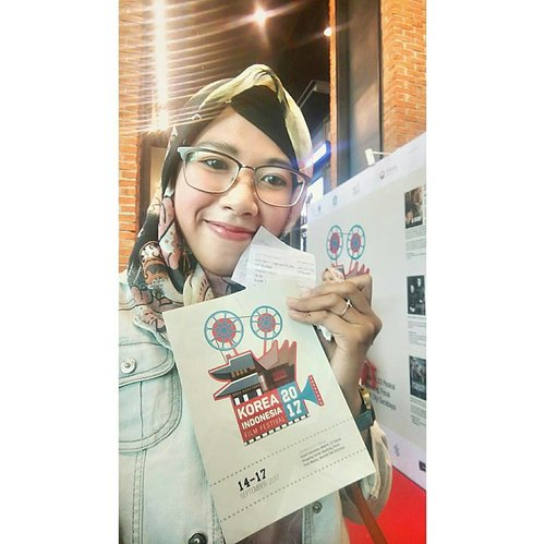 Sejak diadakan event keren ini setiap tahunnya ga pernah absen datang loh 😊 Terima kasih #koreanculturalcenterindonesia @festfilmkorea @cgv.id telah mengadakan #KIFF2017 Semoga terus berkelanjutan kedepannya untuk kemajuan perfilman Indonesia & Korea jadi lebih hebat lagi 🎬🎬 대박...!!! ❤ ❤ #KFESTIVAL2017INDONESIA#CGVBlitz#lastnight#eventfilm#filmindonesia#filmkorea#Indonesiakorea#koreaindonesiafilmfestival#watchingmovies#battleshipisland#ayonontonbioskop#한인영화제#대박#smile#selfie#happy#clozetteid#ootd#ootdhijab#ootn#outfitoftheday#imwearing#style#hijabstyle#mystyle#myoutfit#fashion