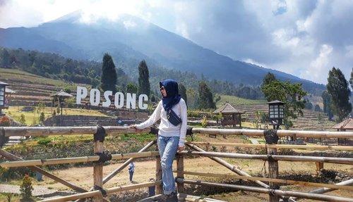 A lovely nook of scenery and i want to put you in it 😎...#happyholidays #travelers #hijabtraveller #jilbabtraveler #ootd #everydaymadewell #style #hijabstyle #fashiondaily #clozetteid #happy #wonderfulindonesia #wonderful_places #wonderfulplaces #nature #landscapephotography #naturephotography #photooftheday #mytripmyadventure #indonesiaview #explorejateng #exploreindonesia #pesonaindonesia #liburan #jateng #wonosobo #temanggung #posong #samsungcamera #samsungid