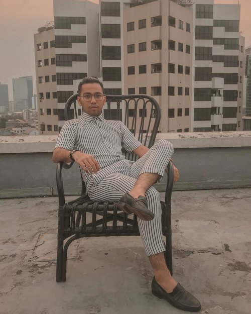 Sit like a boss.. 📸 @shabrinamanda @abhyani . . . . . . #ootd #ootdindo #ootdindonesia #lookbook #lookbookindonesia #clozetteid #fashion #ootd#casual