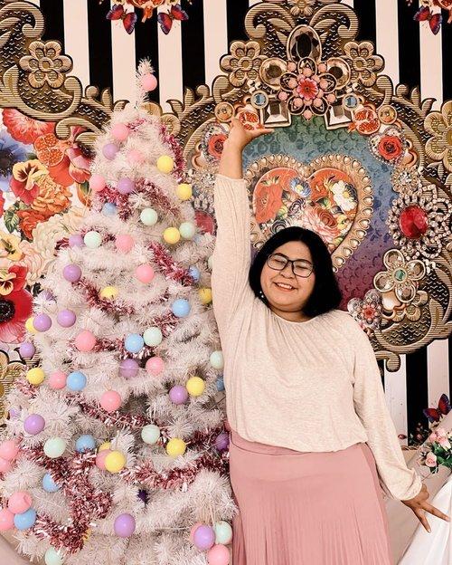 ✨Merry Christmas✨.What you want on Christmas?.Me: better me, better bank account. 🤫.#christmas #christmastree #pinkchristmas #pinkchristmastree.#cafeinsurabaya #surabaya #oneposecafesurabaya #oneposecafe #cafehitssurabaya.#plussizeootd #plussizestyle #plussizefashion #plussizemodel #plussize #plussizebali #plussizeindonesia #plussizeinpiration #plussizebeauty #bigsizeindo #bigsizebali #bigsizeindonesia #curvywomanindonesia #curvywomanindo #casualstyle #bali #clozetteid #ootdindo #ootdfashion.#vinaootd