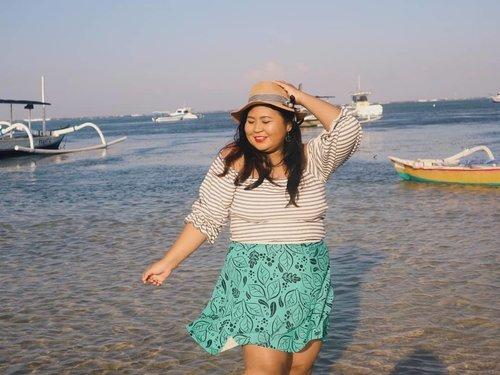 Beach girl. 🌊🏖️👙 . Ah bagaimana pun aku menghindari matahari, memang gak ada yang paling oke dari glowing-nya sinar matahari. . Shoot untuk salah satu brand kosmetik. Saking lelahnya jadinya shoot OOTD juga. 🤭 . #plussizeootd #plussizestyle #plussizefashion #plussizemodel #plussize #plussizebali #plussizeindonesia #plussizeinpiration #plussizebeauty #bigsizeindo #bigsizebali #bigsizeindonesia #curvywomanindonesia #curvywomanindo #beach #casualstyle #bali #clozetteid #ootdindo #ootdfashion #croptop #beach #sanur #sanurbeach #balibeach #balivibes #sunkissed #sunset #sunsetbeach . #vinaootd