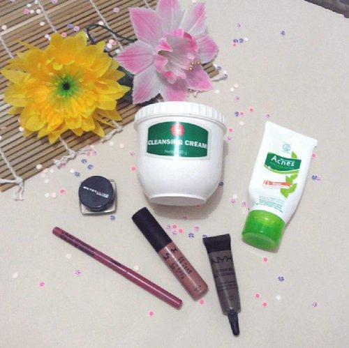 Empties on June.  Lupa posting, ya sudahlah ya daripada enggak sama sekali. 💕  #vinasemptiesproducts . . . #empties #emptiesmakeup #emptiesmakemehappy #emptieschallenge #vivacosmetics #nyx #nyxindonesia #acnesid #motd #makeupoftheday #makeupgeek #makeupstorage #balibeautyblogger #clozetteid