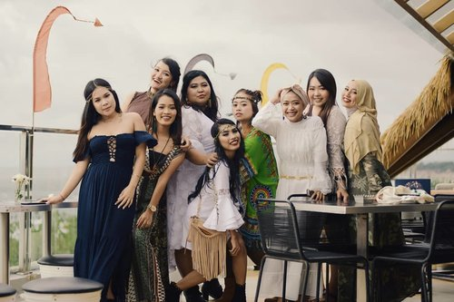 We do beauty things because we are beauty bloggers. Buuuuut, we can do silly things, too! 😂  Tumbuh bersama mereka selama 3 tahun dengan penuh drama, canda, dan haru merupakan salah satu alasan kenapa aku di sini. Semoga tahun depan kita makin strong lagi, makin dewasa, dan makin receh. Wuf you!  #vinangevent . . . #balibeautyblogger #bbb2ndanniversary  #bohemian #bohostyle #bohodress #hotelinkuta #clozetteid #bohostyle #bohoinspired #bohoparty #beautygirls