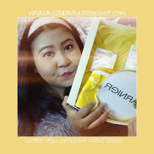 Selain super essence nya, aku paling demen sama pouch bentuk lemonnya. Unyu beud. 💛  Check my review on my blog: http://bit.ly/2fxZ4E8 or click link on my bio! 😘  #vinasaysbeauty . . . #program3hari #sayangidirimu #garnier #garnierindonesia #carabaruku #program3hari #kulitsehat #kulitcerah #unboxing #skincare #skincarefreak #motd #makeupoftheday #makeupgeek #makeupfreak #clozette #clozetteid