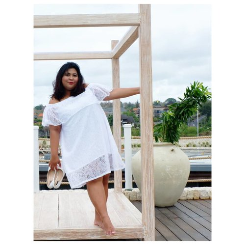 Vina, 17 tahun (?), single but not that available.  #vinaootd . . . #bigsize #bigsizeootd #bigsizeindonesia #plussizefashion #plussizeindo #ootdindo #clozetteid #bali #ootdindo #outfit #outfitoftheday #chic #balinese #smile  #hotelinbali #rooftop #whitedress