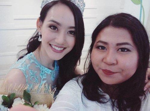 Kapan lagi fotoan sama Puteri Indonesia Lingkungan?  Udah jangan tanya full body, kaya angka 10. 😂  #vinasinevent #theperksbeingbeautyblogger . . . #beautyblogger #balibeautyblogger #baliblogger #event #beautybloggerid #beautyevent #potd #motd #conference #skincare #clozette #clozetteid