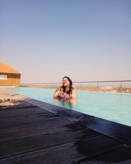 "Friday's mood: be a dugong..Finally we meet the weekend after so many galau moments in this past 3 days. I got the answer. Feel relaxed. And ready to start new adventure..Maunya nyemplung sih weekend ini, tapi mau lihat yang ijo - ijo dulu. Udah lama nih gak main ke daerah tinggi. Hayooo, Vina mau kemana hayooo weekend ini....Place: @infinity8bali rooftop. Lihat highlight ""Swimming Pool"" untuk baca review dari tempat ini. ♥️.#bikini #rooftop #sunset #infinity8hotel #hotelrooftop #hotelswimmingpool#bigsizeindonesia #bigsizebali #plussizebali #plussizeindonesia #plussizebikini #bigsizebikini #howtowear #swimmingpools #clozetteid #plussizebeauty #plussizestyle #bali #summer #hotelinbali #hotelinkuta #happy #bikiniplussize #plussizefashion  #plussizeandhappy #plussummer #summerplus #instacurves #bikiniplus.#vinapiknik"