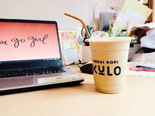 Hai, Monday.Setumbennya Senin aku gak ngedumel minta kopi. 😂 Lagi berusaha mengurangi micin dan kopi. Yah, gak bisa langsung hilang gitu kebiasaannya. Kudu pelan - pelan.Sama kaya mengenalmu, harus pelan - pelan biar saling mengerti kedepannya. Eaaaaa. 👀#vinadiaries...#kopikulo #monday #mondaymorning #morningcoffee #mondaymood #workstation #workplace #clozetteid #coffee #reusablestraw #potd #pictureoftheday #laptop #asus #working #monsteramonday #productive #productiveday