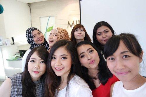 Bali Beauty Bloggers. 💓  #vinasinevent #theperksbeingbeautyblogger #miraclebali #unvailyourmasterpiece . . . #beautyblogger #balibeautyblogger #baliblogger #event #beautybloggerid #beautyevent #potd #motd #conference #skincare #clozette #clozetteid