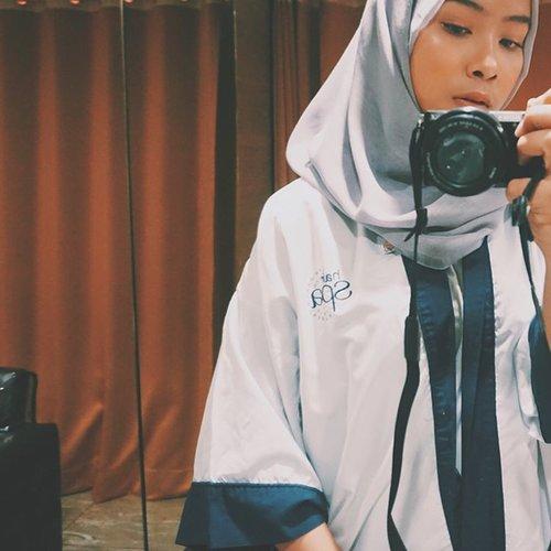 Setelah terlalu fokus merawat wajah, aku tersadar kalau aku ternyata lalai merawat rambutku yang sering tertutup oleh hijab dan aku harus merawatnya. Kebetulan, kemarin aku diberikan kesempatan oleh @irwanteamhairdesign & @clozetteid untuk melakukan treatment Hair Spa & Manicure di ladies private area![ review up on my blog ]#ClozetteID #ClozetteIDReview #IrwanTeamxClozetteIDReview #IrwanTeamReview