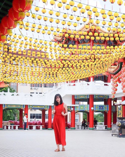 Jobs fill your pocket, but adventures fill your soul. So travel more! . . . . #angellittleadventure #theanhoutemple #theanhou #wheninkl #wheninmalaysia #shortescape #travelgram #instatravel #potd #lotd #red #lantern #temple #ootd #lookbookmalaysia #lookbook #casualstyle #kualalumpur #malaysia #clozetteid