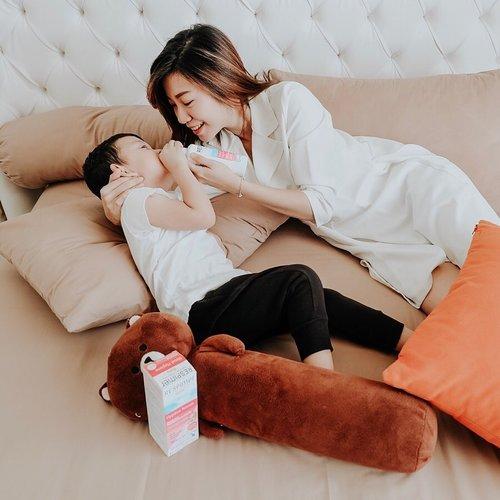 Paling sedih kalau Darren lagi flu. Selain liat runny nose dan bikin aktivitas terganggu, tidurnya ngga nyenyak karena hidung buntu, akhirnya jadi cranky..Lalu aku nyobain Respimer Baby Nasal Hygiene dari @respimerindonesia . Ini adalah cairan semprot hidung yang membantu memgeluarkan ingus/lendir saat flu.Selain itu juga bisa digunakan sehari-hari untuk menjaga kebersihan saluran pernapasan..Yang aku suka dari @respimerindonesia adalah karena ini 100% seawater dari St Malo, Perancis jadi aman. Juga, nasal tipnya mudah dilepas jd bisa dibersihkan dan steril. Tidak mengandung gas propelan jadi bisa dibawa travelling. Dan aku sudah buktikan Darren dari yang buntu, disemprot Respimer langsung ingusnya keluar dan dia tidur pulas. (Aku pernah storyin) Buat mom yang punya anak kecil, Respimer Baby Nasal Hygiene ini bisa digunakan dari bayi baru lahir. Jangan lupa di save ya postingan aku, bakal berguna soalnya ☺️Nah kalau anak mom lagi flu, apa yang dilakukan supaya cepat sembuh?.#respimer #respimerindonesia #nasalspray #respimerbaby #pelegapernapasan #sayapilihrespimer #cairansemprothidung #pembersihhidung #murniairlaut #babynasalhygiene #clozetteid #mommyblogger #kidsblogger #babyblogger #lifestyleblogger #projectcollabswithangelias #sbyblogger #bloggersurabaya #sharingmommydarren