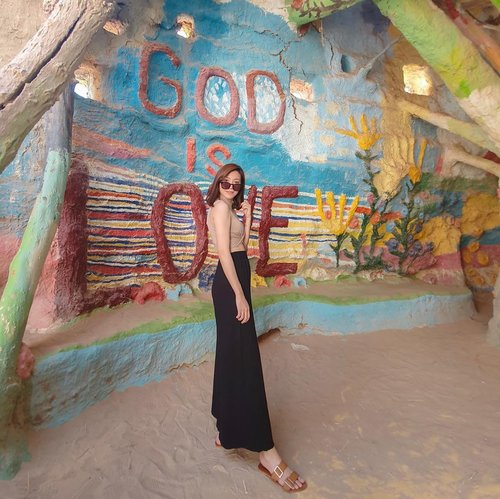 For God is love ❤️ Happy Sunday! 🙏🏻 . . . . #angellittleadventure #travelgram #instatravelling #instatravel #instaplace #salvationmountain #travelblogger #lifewelltravelled #california #wheninusa #styleinspiration #styleinspo #ootd #lookbook #styleblogger #bloggerstyles #clozetteid #ootdindo #lookbookindonesia #stylexstyle