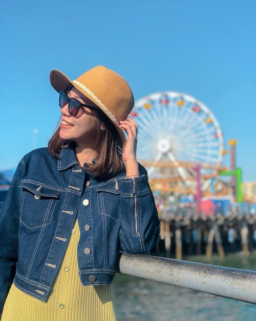 Hey, don't forget to smile today! - Rocking beach day at Santa Monica with hat from @lepetite.sunshine 👒👒 . . . . #projectcollabswithangelias #angellittleadventure #santamonica #travelgram #instatravelling #instatravel #travelblogger #clozetteid #styleinspiration #styleblogger #stylexstyle #lookbookindonesia #ootdindo #fashionlookbook #lookbook #beachday #bloggerstyles