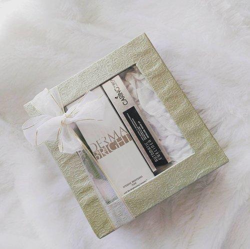ini dia isi dari paket yang dibungkus kayu kemarin 😍 isinya ada Biokos Derma Bright Facial Foam & Caring by Biokos Automatic Eyeliner. Soon, reviewnya naik di blog. . . . Thank you @caringbybiokos_mt @biokos_mt  cc: @beautiesquad . . .  #ReviewBiokos #Beautiesquad #DermaBright #ReviewCaringByBiokos #FeelAliveAtAnyAge #BrighteningMoist  #BeautiesquadXBiokos #unboxing #beautyblogger #clozette #clozetteid #beauty