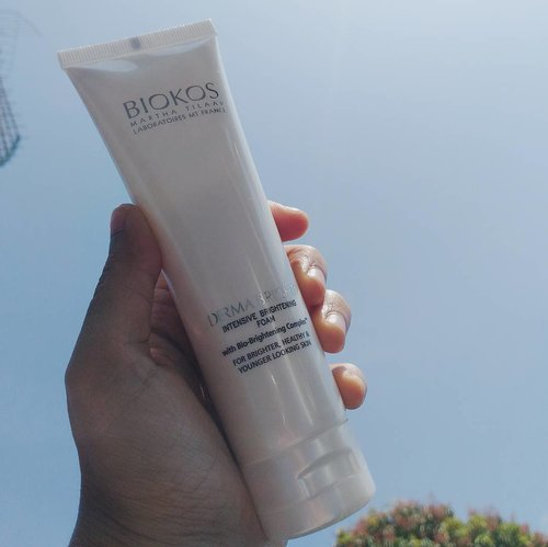 masih hangat, review dari @biokos_mt Derma Bright Facial foam, bisa baca di bit.ly/derma-bright-foam  atau klik #linkinbio #ReviewBiokos #FeelAliveAtAnyAge #BeautiesquadXBiokos #Beautiesquad #DermaBright #clozette #clozetteid #beauty