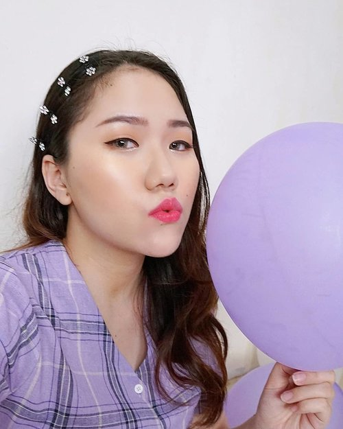 chu~ 💜 balloon selfie 😚urutan bentuk bibirnya kayak sambil ngomong : u - a - i - em 😂 iya gak sih♡ cushion @nakeupface♡ blush @milanicosmetics♡ highlighter @3ce_official♡ eyebrow @benefitindonesia♡ eyeshadow & glitter @blackrouge_id ♡ eyeliner @mizzucosmetics♡ lips @pixycosmetics ♡ lens @x2softlens