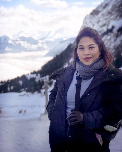 Semacam wanita anggun berdarah dingin ya 😜😜😜😜 . #clozetteid #travelling #travelaroundtheworld #pilatus #mountains #switzerland #luzern #dsywashere #dsybrangkatlagi