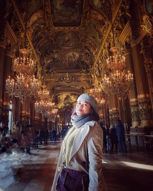 Inside the opera garnier . Its like mini versailles, but now they use for opera theater like the famous phantom of the opera. They open around 9 to 5 p.m but better you find your ticket before 3.30 p.m because they will closed and prepare for the show . #clozetteid #travelling #travelaroundtheworld #travellers #dsywashere #dsybrangkatlagi