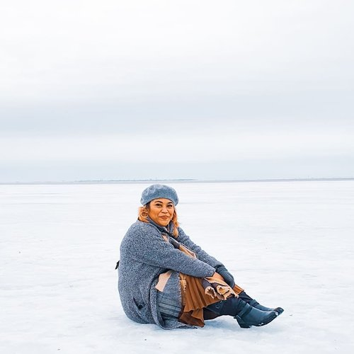 Look ma.. i was sitting in Neva River, the gulf of Finland. But it was not a good option, i got cold ass!! . #clozetteid #travelling #travelaroundtheworld #travelgram #aroundtheworld #travelstyle #streetstyle #streetwear #dsywashere #dsybrangkatlagi #traveljournal #travelgram #bestvacations #gulfoffinland