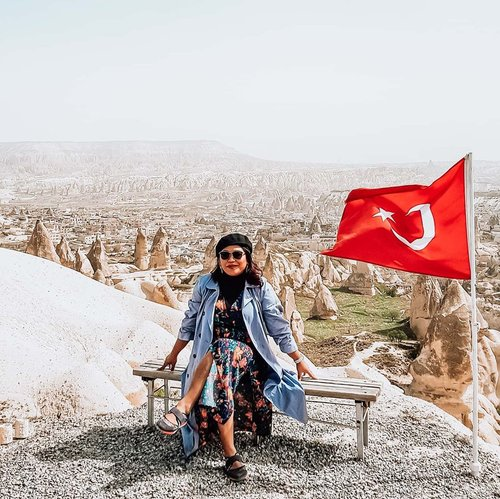 The valley of Cappadocia, its like a dreamy  place. Will be back for sure . #clozetteid #travelling #travelaroundtheworld #travelgram #aroundtheworld #travelstyle #streetstyle #streetwear #dsywashere #dsybrangkatlagi #traveljournal #travelgram #cappadocia #cappadociaturkey #bestvacations