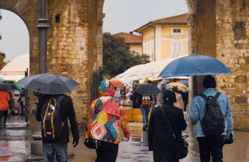 When the weather hit and ruinned your holiday... but the plan must go on! . #clozetteid #travelling #travelaroundtheworld #italy #tuscany #italy🇮🇹 #wheninitaly #dsywashere #dsybrangkatlagi