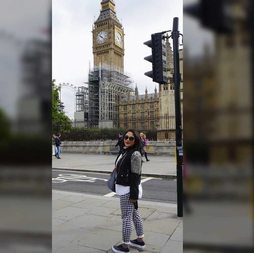 Bigben.#whenuinlondon #traveller #worldtravel #tourist #london #uk #ukstreetwear #europe #girltraveller #clozetteid #streetfashion #walk #walking #bigben🇬🇧 #londonbynight #imnotlost #imhere